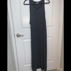 Universal Threads Black & White Striped Maxi Dress